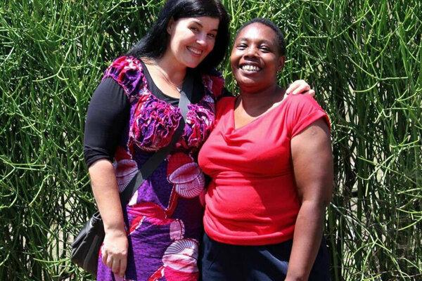 Danica Olexová (vľavo) sa väčšinu svojho profesionálneho života venovala pomoci ľuďom v Afrike.