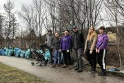 Po zbieraní odpadu pri potoku Chotina.