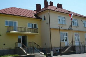 Starostu aj úradníčku Vyšného Mirošova stíha polícia, každého v inom prípade.