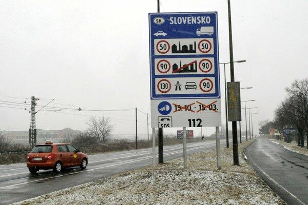 Informačné tabule na slovensko-maďarskom hraničnom priechode Čunovo - Rajka.
