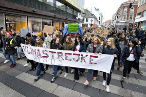 Do ulíc vyšli aj študenti v Dánsku.