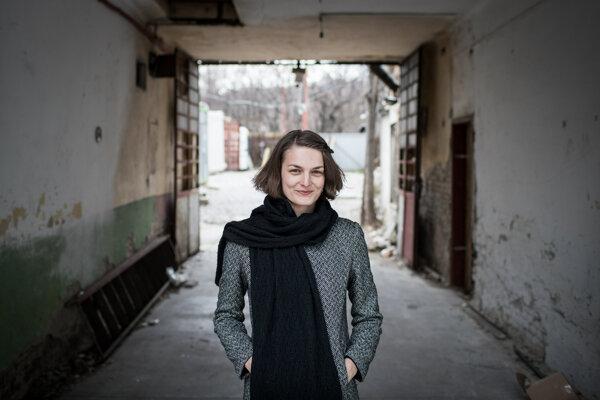 Psychologička Táňa Sedláková hovorí, že v senioroch by sme nemali vzbudzovať strach, že ich špekulanti podvedú.