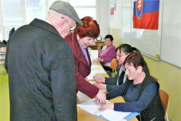 Vo volebnej miestnosti na martinskom sídlisku Ľadoveň.