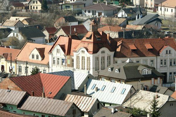 Voliči zo siedmeho okrsku vo Fiľakove volia na mestskom úrade.