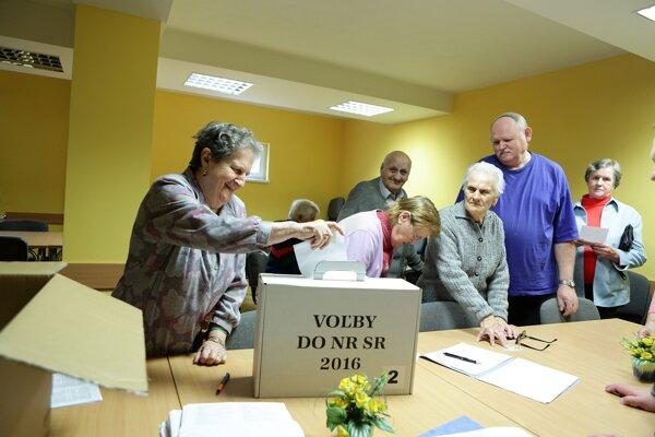 Voľby v domove dôchodcov v Trenčíne
