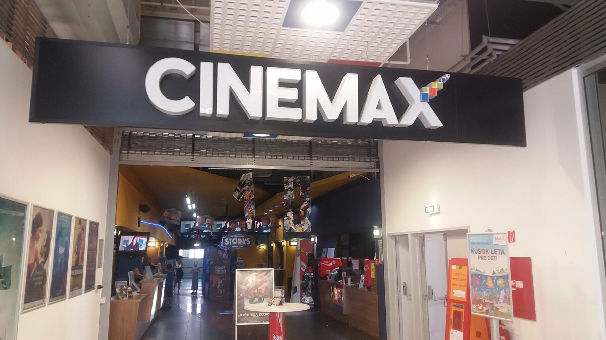43bbada02 Kino CINEMAX sídli v obchodnom centre MAX v Nitre.