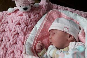 Nelinka Oršinová (3920 g, 52 cm) sa narodila 9. marca Katke a Lukášovi z Lančára.