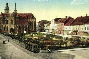 Kedysi sa električky premávali po Hlavnej. Ukazujú to historické zábery.
