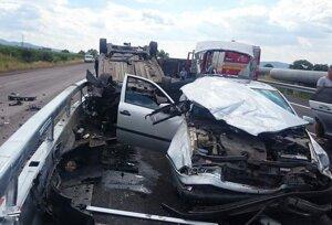 Hrozivo vyzerajúca nehoda medzi Prievidzou a Novákmi.