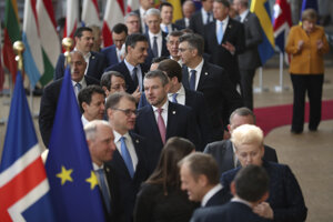 Pellegrini (uprostred) a ďalší lídri EÚ počas dvojdňového summitu EÚ v Bruseli.