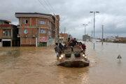 Náhlu povodeň spôsobili prudké dažde pri meste Širáz.