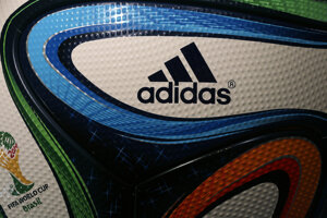Adidas znovu otvorí továreň v Nemecku, tenisky tam budú vyrábať roboti