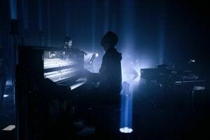 Ólafur Arnalds vo svojej hudbe kombinuje klasickú hudbu s elektronikou