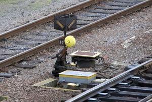 Pre opravu koľaje vlaky cez Oslany nejazdia.
