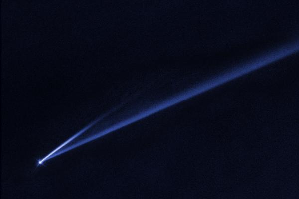 Asteroid (6478) Gault s oboma chvostami. Dlhší má približne osemsto tisíc kilometrov.