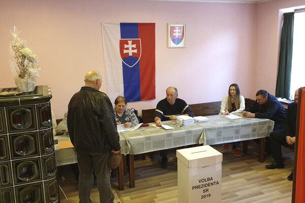 Vo volebnej miestnosti v Klenovci.