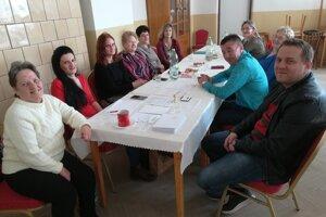Okrsková volebná komisia v Rohožníku čaká na voličov.