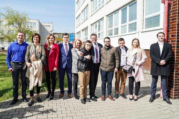 Maroš Šefčovič s rodinou a známymi.