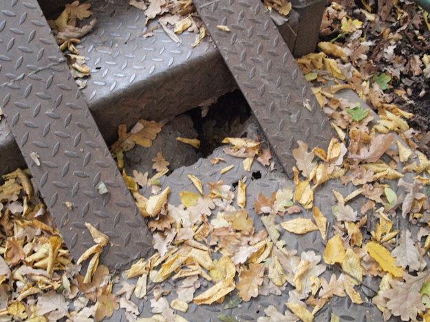 Žiarčania nás upozornili na diery a hrdzu už na jeseň.