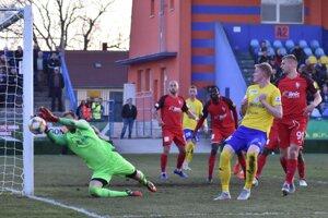 Michalovskí futbalisti doma bez problémov zdolali nováčika zo Serede.