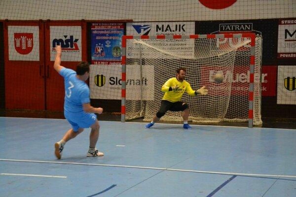 thyssenkrupp (v modrom) premenili vo finále proti Leoni op jednu penaltu viac.