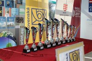 Trofeje pre víťazov Banskobystrického pohára