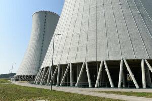 Chladiarenske veže tretieho bloku jadrovej elektrárne Mochovce v auguste 2018.