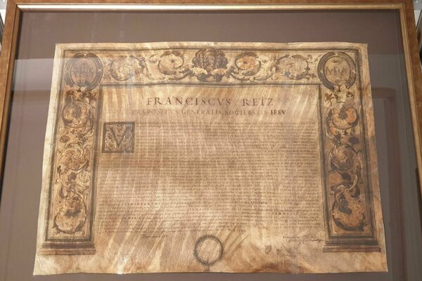 Na snímke listina jezuitského rádu z roku 1739, zo zbierok Gemersko-malohontského múzea v Rimavskej Sobote.