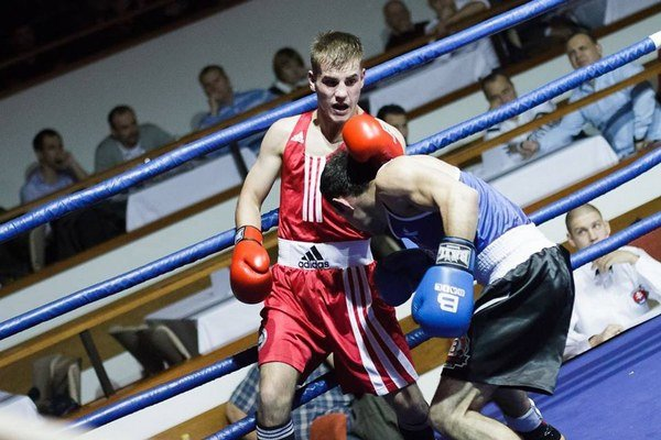 Úspešný pästiar Box Clubu Lučenec Zsolt Osaďan (v červenom) v akcii.
