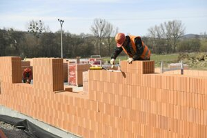 Práce na výstavbe škôlky pokračujú.
