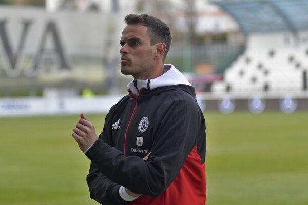 Na snímke tréner AS Trenčín Matthias Kohler počas zápasu tretieho kola nadstavbovej časti Fortuna ligy o záchranu AS Trenčín - FK Senica v Myjave 6. apríla 2019.