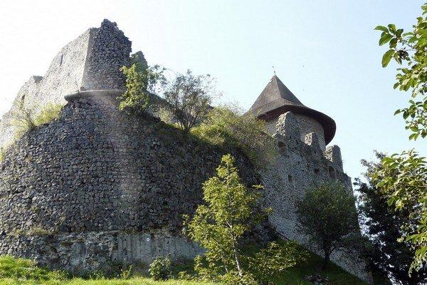 Hrad založili koncom 13. alebo začiatkom 14. storočia Kačičovci.