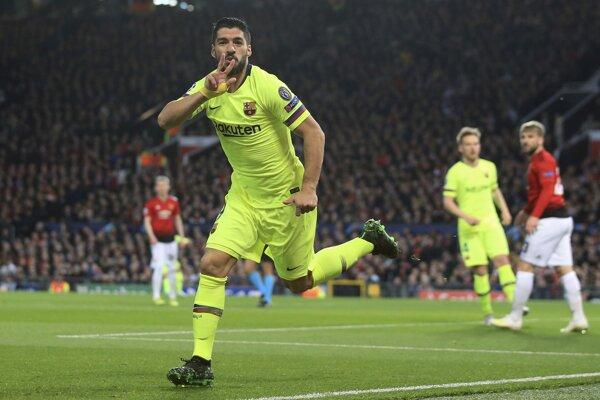 Luis Suárez sa teší v zápase Manchester United - FC Barcelona.