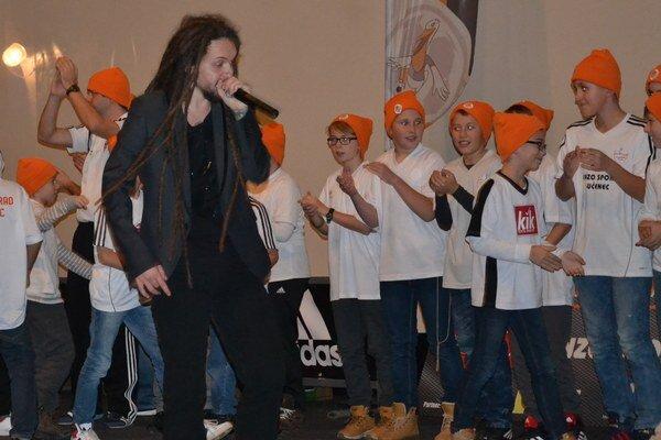 Deti si klubovú hymnu zaspievali spolu s Iččkom z kapely Odozva.