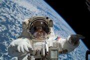 Ruský kozmonaut Fiodor Nikolajevič Jurčichin počas výstupu do vesmíru v roku 2007.