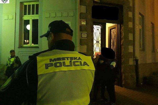 Mestská polícia pokračuje v raziách v meste.