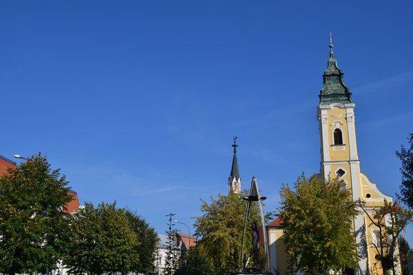Lučenec je mestom s bohatou históriou, tradičnou kultúrou a spoločenským životom.