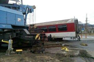 Pri tejto nehode sa v Čadci zrazili vlak s kamiónom.