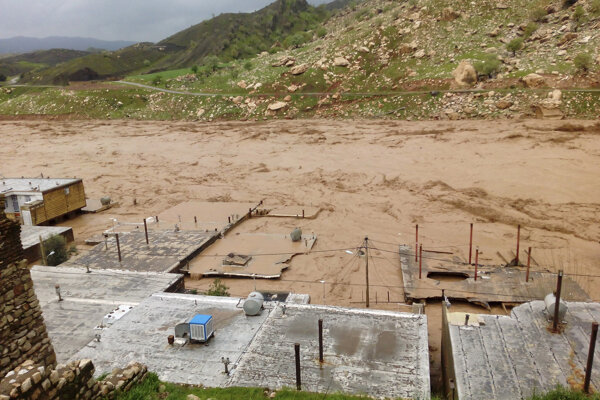 Následky povodní v iránskom regióne Lorestam.