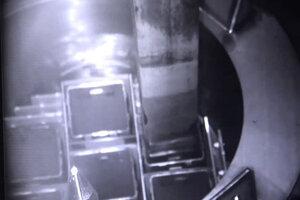 Záber na práce v reaktore.