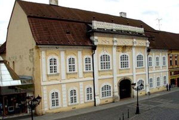 Publikácia, ktorá je dielom 17 autorov, bola dnes prestavená v podkroví Knižnice Mateja Hrebendu v Rimavskej Sobote.