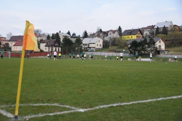 Futbalové triedy cez víkend pokračovali ďalším kolom. Ilustračné foto.