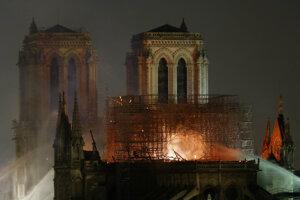 Požiar zničil katedrálu Notre-Dame.
