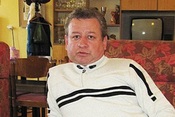 Martin Pliešovský má široký záber záujmov. Zbiera známky, pohľadnice a zaujíma ho aj história mesta.