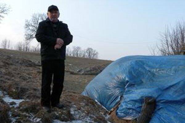 Starosta Milan Matuška vyhlásil minulý týždeň mimoriadnu situáciu pre zosuv pôdy na dvoch miestach v obci.