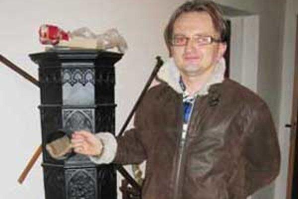 Časť zbierky Igora Alberta pochádza zo zberných surovín.