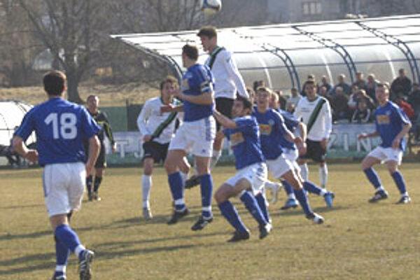 Futbalisti Ružinej sa od úvodného hvizdu píšťalky do súpera z Východu s chuťou zahryzli.