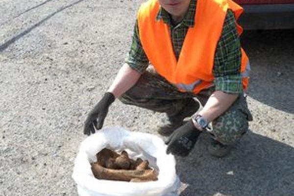 Pozostatky vojaka identifikovali pracovníci Spoločnosti starostlivosti o nemecké vojnové hroby na Slovensku.