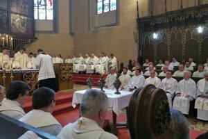 Kňazi si na Spišskej Kapitule obnovovali sľuby.