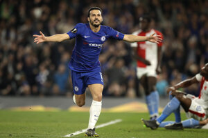 Domáci Pedro sa teší zo svojho gólu.